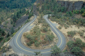 historic-columbia-river-highway-hairpin-curve-on-the-rowena-loops-4a28c8-1600